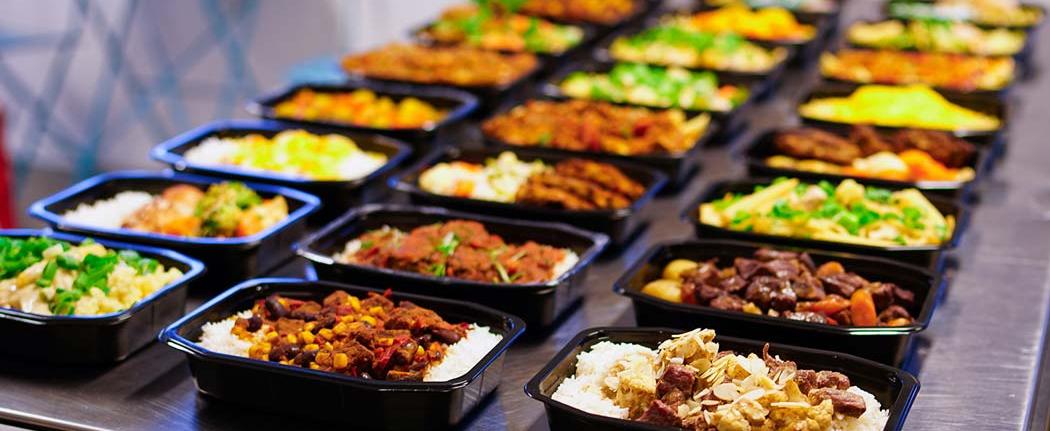 Færdiglavet mad til døren med måltidskasser
